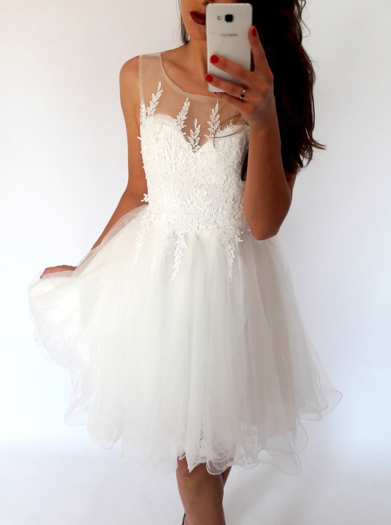 Stylish A-Line Bateau White Short Homecoming Dress with Appliques